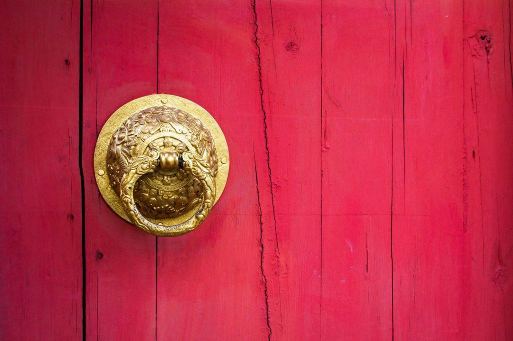 porte d'entrée rouge feng shui